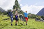 Wanderer mit Nationalpark Ranger